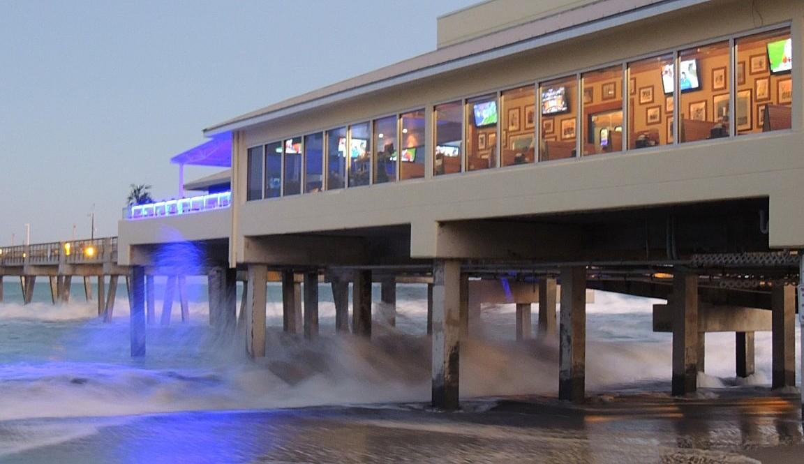 food_waterfront_quarterdeck_-_courtesy_of_paul_flanigan-web.jpg